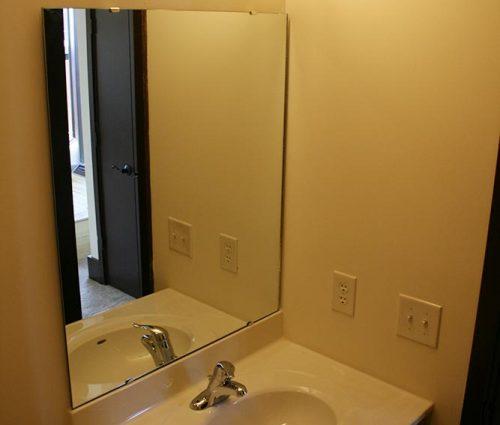 Lawson Building East: Apartment Bathroom